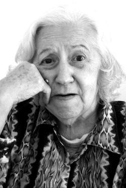 old-sweet-woman-1570168-639x958