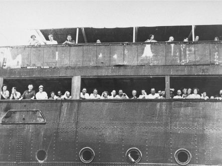 jewish_refugees_aboard_the_ss_st_louis_in_cuba